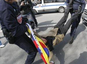 Arrestation manifestant Pro-Tibet