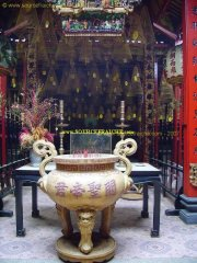 CAN_THO-Pagode_Chinoise-Encens_3.JPG