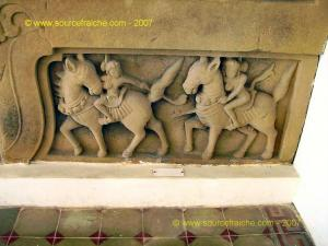 Danang-Musee_Champa-Bas-relief_Chevaux.JPG