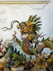 Hoi_An-Temple_Quan_Cong-Dragon.JPG
