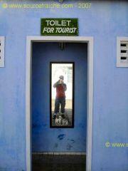 Hoi_An-Temple_Quan_Cong-Toilettes.JPG
