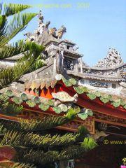 Hoi_An-Temple_Quan_Cong-Toit.JPG