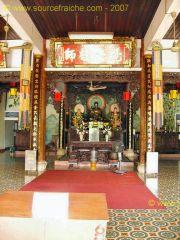 Hoi_An-Temple_Quong-Autel.JPG