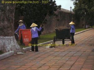 Citadelle_Hue-Palais_Thai_Hoa-Ouvrieres.JPG