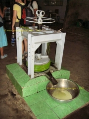 BEN_TRE-Bonbons_Coco-Extraction_Lait.JPG