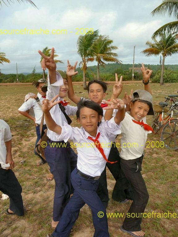 Photos à la sortie d'une école à Phu Quoc