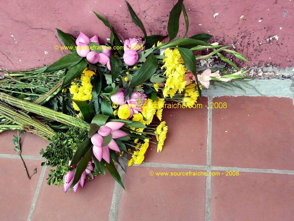 SAIGON - Chua Phuoc Hai - Fleurs.JPG