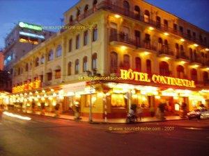 SAIGON-Hotel_Continental_Nuit.JPG