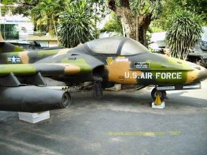SAIGON-Musee_de_la_Guerre-Avion_US_1.JPG