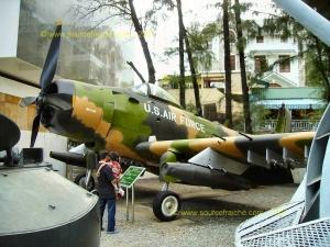 SAIGON-Musee_de_la_Guerre-Avion_US_4.JPG