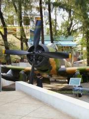 SAIGON-Musee_de_la_Guerre-Avion_US_5.JPG
