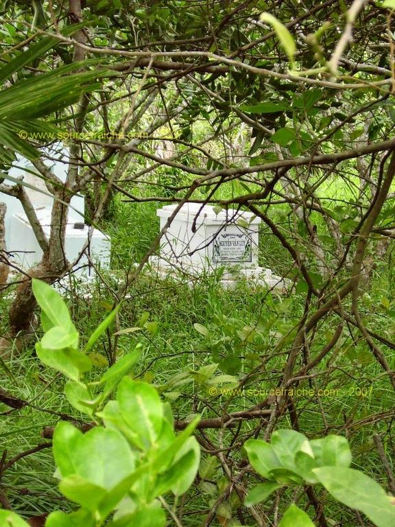 Tombes sur l'ile de Ben Tre
